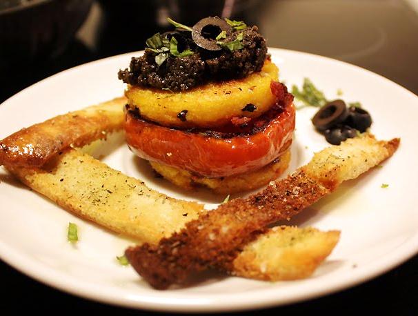 Oppskrift Polenta Burger Forrett Vegetar Vegan Oliventapenade Tapenade