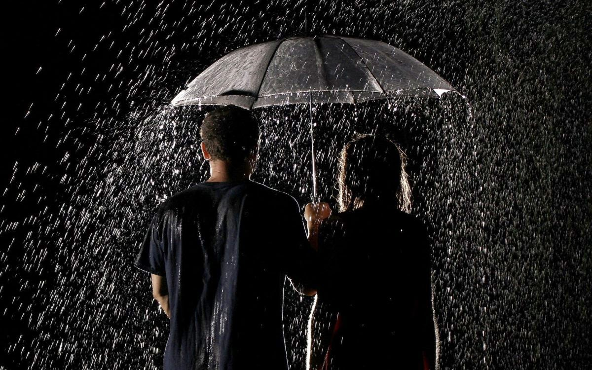 romantic couple in rain wallpaper