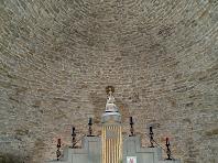 Interior de l'ermita de la Damunt