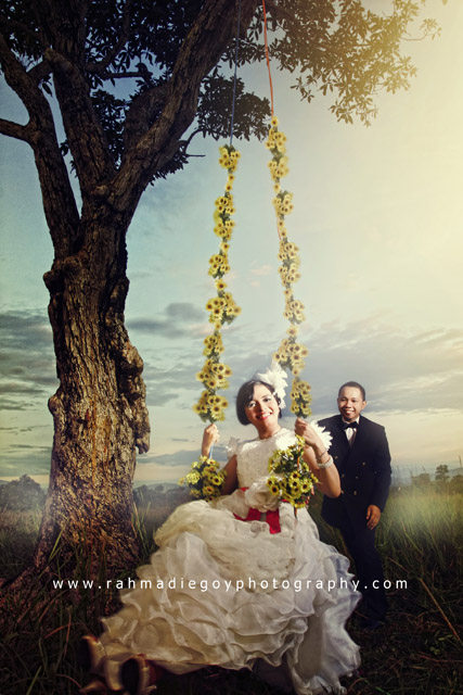 foto prewedding Agus dan Dewi konsep alam terbuka
