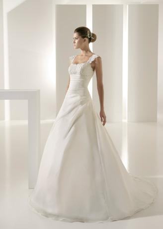 robes de mariage robes de soir e et d coration robe de mari e white one. Black Bedroom Furniture Sets. Home Design Ideas