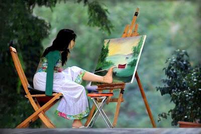 melukis menggunakan kaki