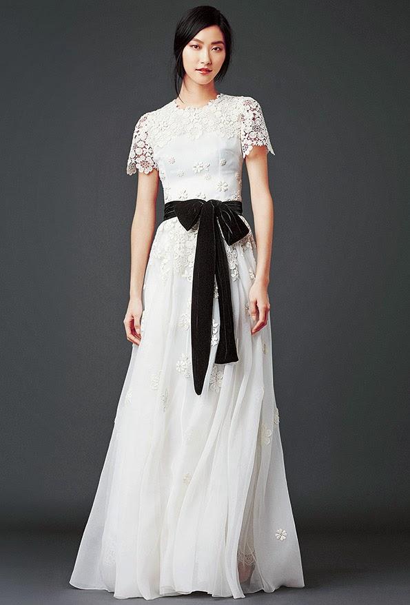 dolce and gabbana black and white lace modest maxi dress with sleeves stylish beautiful fashion Mode-sty jewish mormon tznius lds pentecostal christian muslim hijab islamic