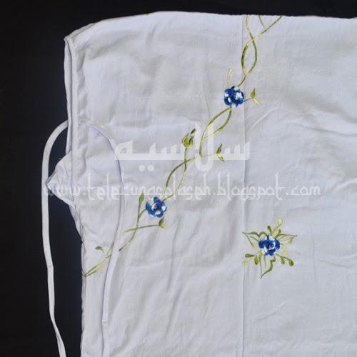 Telekung Vietnam bunga biru royal-putih / daun hijau-kuning bahagian muka