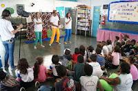 Arte-educadores da Ecoarte desenvolvem atividades com os alunos da Escola Municipal Heleno de Barros Nunes