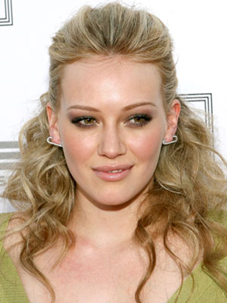 Hilary Duff's pinned-back strands start off smooth on top and then explode into full-bodied waves at the ends