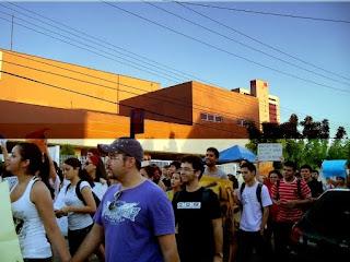 vários homens na Marcha das Vadias de Fortaleza
