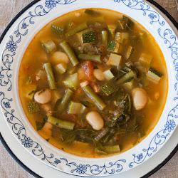 Pečena minestrona supa od ljetnjeg povrća i pasulja