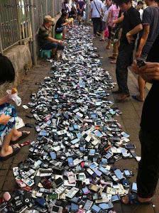 موبایل های ارزان قیمت ... خیابانی در چین