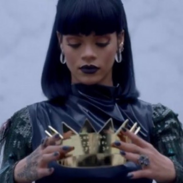 "Rihanna Knocks Off Adele's ""Hello"" And Goes Number One On iTunes And Reaches 1 Million Downloads In First Day"