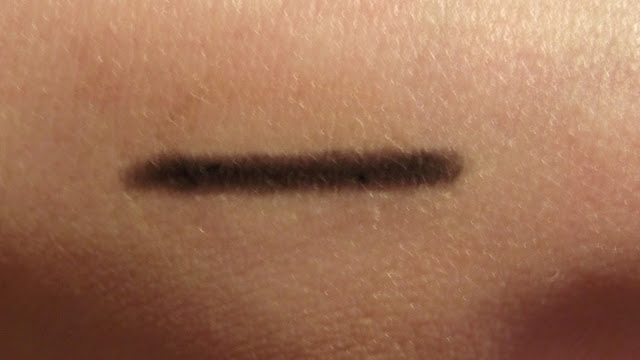 Dior Crayon Eyeliner Review - 090 Noir Black Swatch