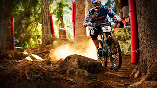 High Definition sport wallpapers, Bicycle rider in race track
