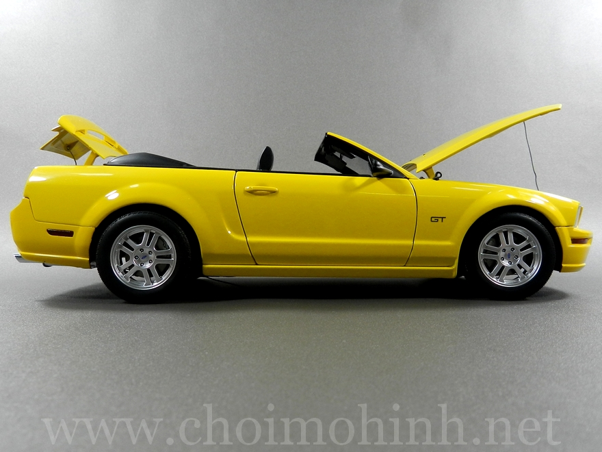 Ford Mustang GT Convertible 1:18 AUTOart side