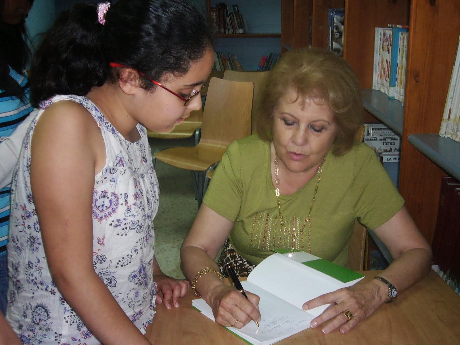 Firmando mi libro