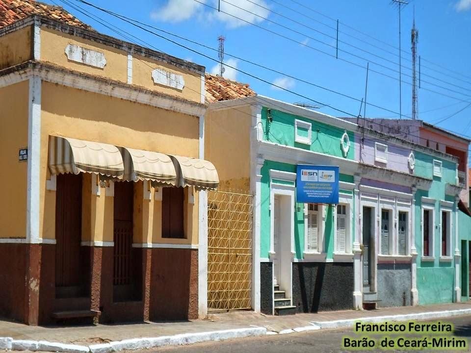 CASARÕES NA RUA HERÁCLIO VILLAR