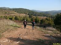 Caminant a prop dels camps de Cal Riols. Autor: Carlos Albacete