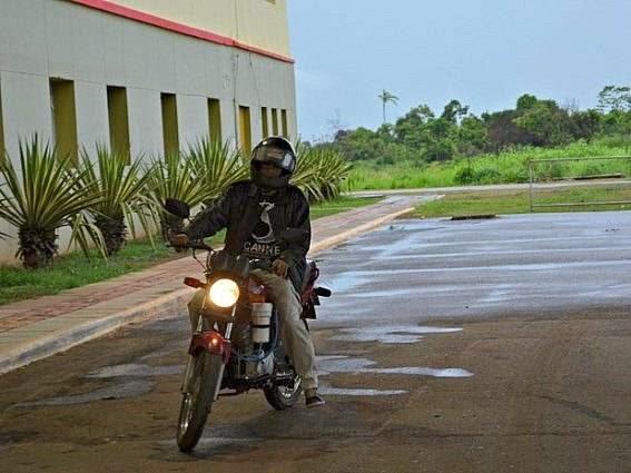 Acreano cria moto que usa combustível à base de água e faz 60 km por litro