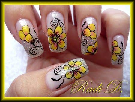 Маникюр с брокат и жълти цветя