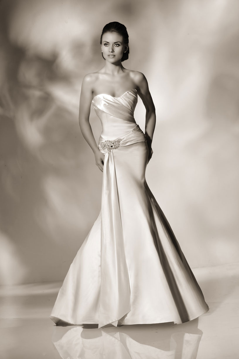 Blog for dress shopping cristiano lucci wedding dresses for Wedding dresses for hourglass figures