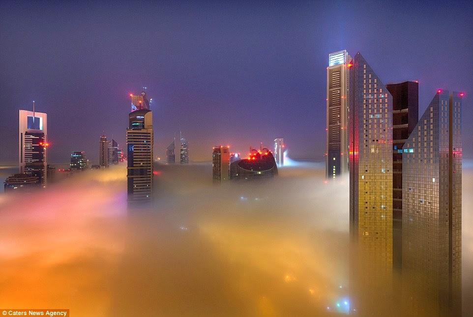 ناطحات دبي فوق الغيوم