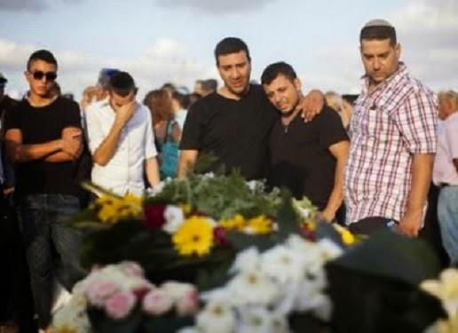 Suasana pemakaman Dror Honin (foto Arutz Seva 7)