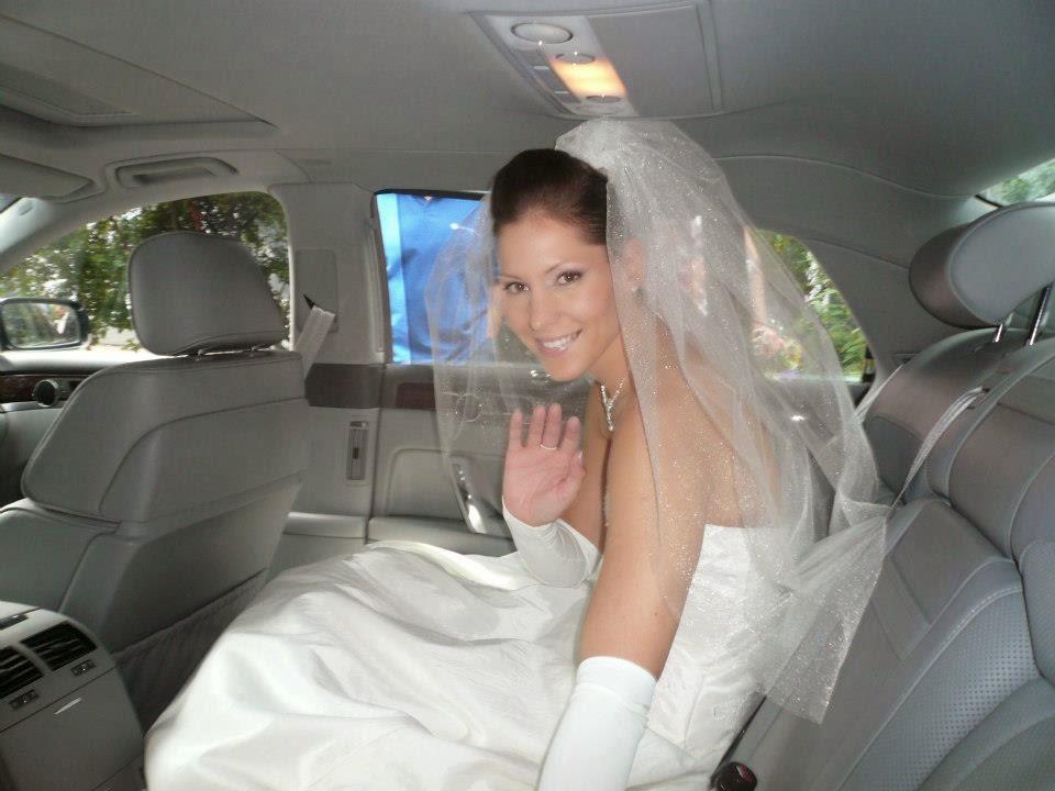 Esküvőnk napján, gyönyörű krém menyasszonyi ruhában