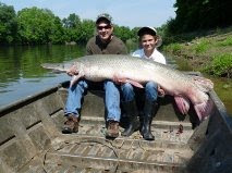 USA: 168 pound gar alligator from Trinity River