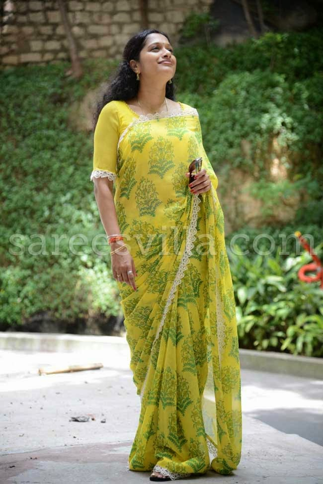 Anchor Anitha Chowdary In Yellow Saree