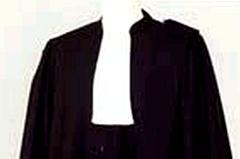 لماذا يلبس المحامون لباسا أسودا ؟