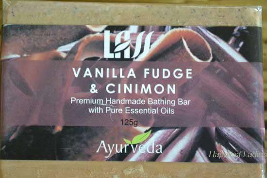 Lass-Naturals-Vanilla-Fudge-and-Cinimon-Bathing-bar-close-view-+-best-body-soap