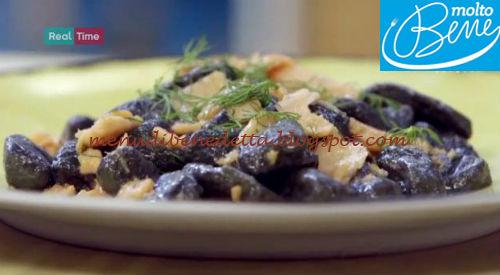 Gnocchi al nero di seppia con salmone ricetta Parodi per Molto Bene