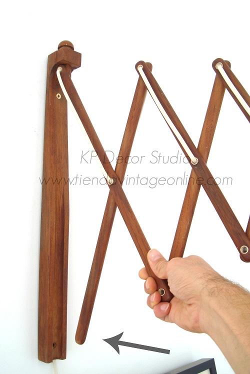 Aplique vintage de pared estilo danés. muebles daneses en valencia, lámparas de pared extensibles en madera