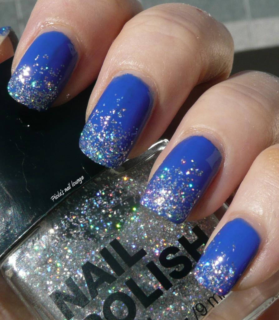 spugnato con brillantini : Piolas nail lounge: Kiko 336 Blu elettrico + H & M Jo Is In The House