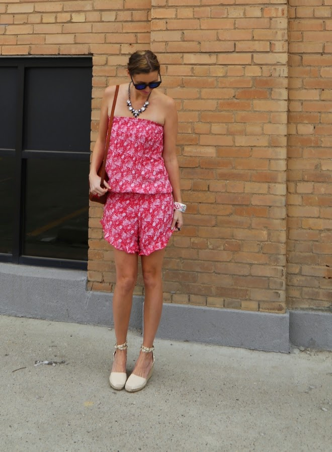 cute red print romper with fun ruffle detail from Venjoin