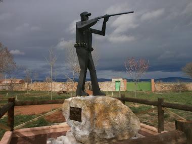 """Escultura """"Homenaje al cazador"""""""