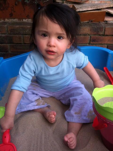 Bac sable pour b b et b b grandit en unschooling - Bac a sable bebe ...