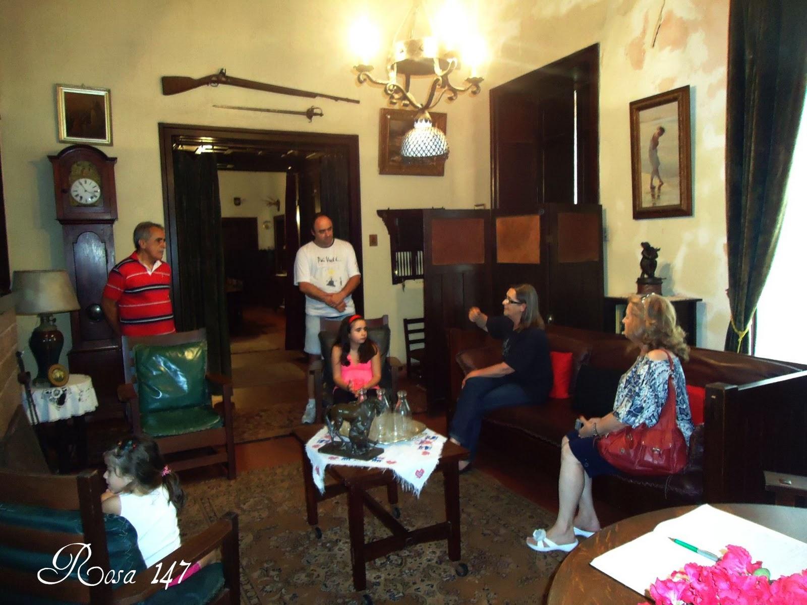 Maria Antônia esteve atenta durante toda a visita e foi quem mais  #C00B50 1600x1200