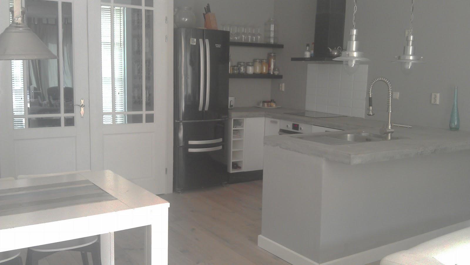 Zelf Keuken Betegelen : Pimpish: DIY stappenplan betonnen aanrecht