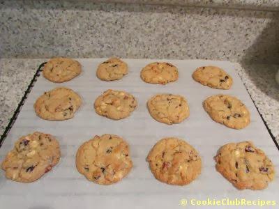 dozen cookies cooling on rack
