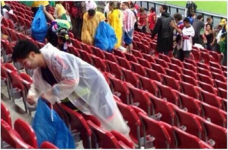 FIFA Worldcup 2014, jepun, info, terkini, gambar penyokong Jepun Kutip Sampah