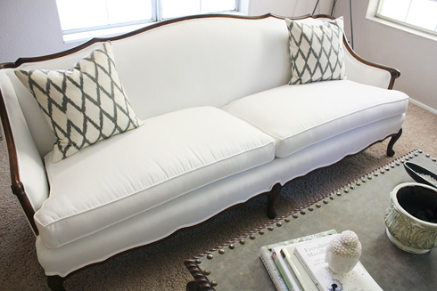 Ordinaire Anyways, Iu0027m Faced With A Dilemma, My Guy Likes The Sofa But Doesnu0027t Think  Itu0027s Practical To Have A White Sofa As Our U0027mainu0027 Sofa! Perhaps Heu0027s  Right...but ...