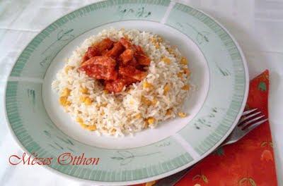 chilis-paradicsomos csirke kukoricás rizzsel