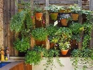 Itulah tadi beberapa manfaat dan contoh desain taman vertikal yang bisa anda jadikan referensi untuk membuat taman di rumah anda.