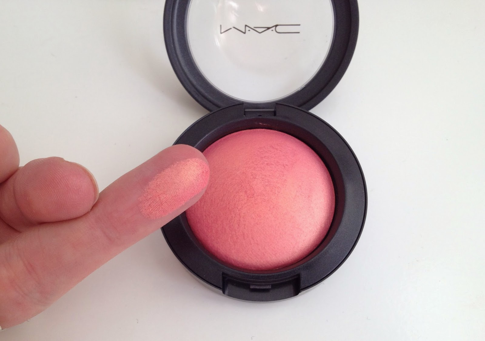 MAC Mineralize Blush In Petal Power