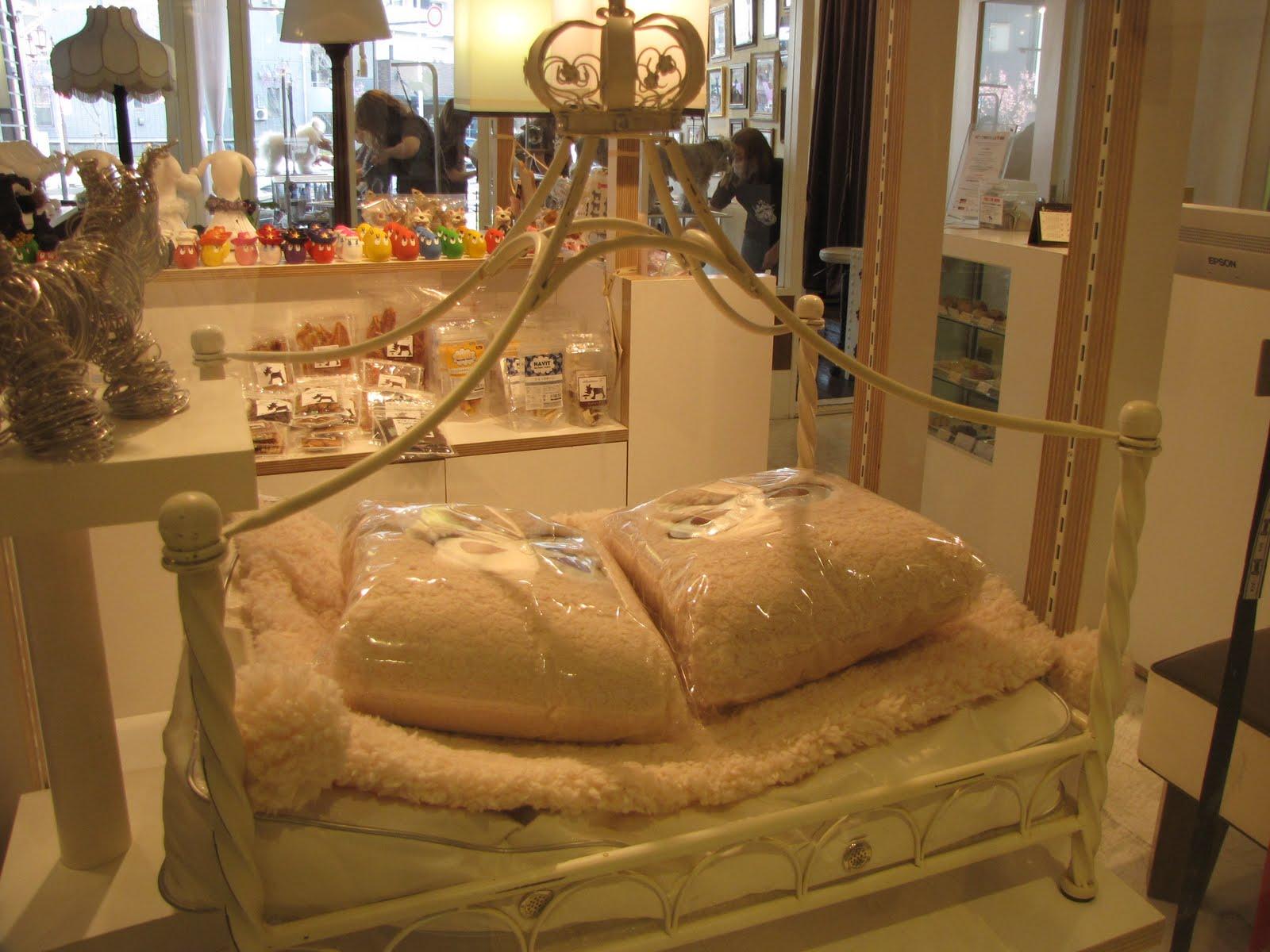 Agora imaginem o cachorro que eles vao colocar nessa cama sem  #A67425 1600 1200