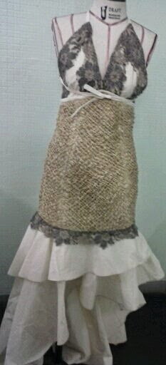 palha de milho, renda francesa e algodão para alta costura