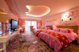 Wallpaper cantik kamar anak hello kitty