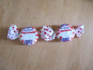 Как сделать новогоднюю гирлянду ..из конфет!