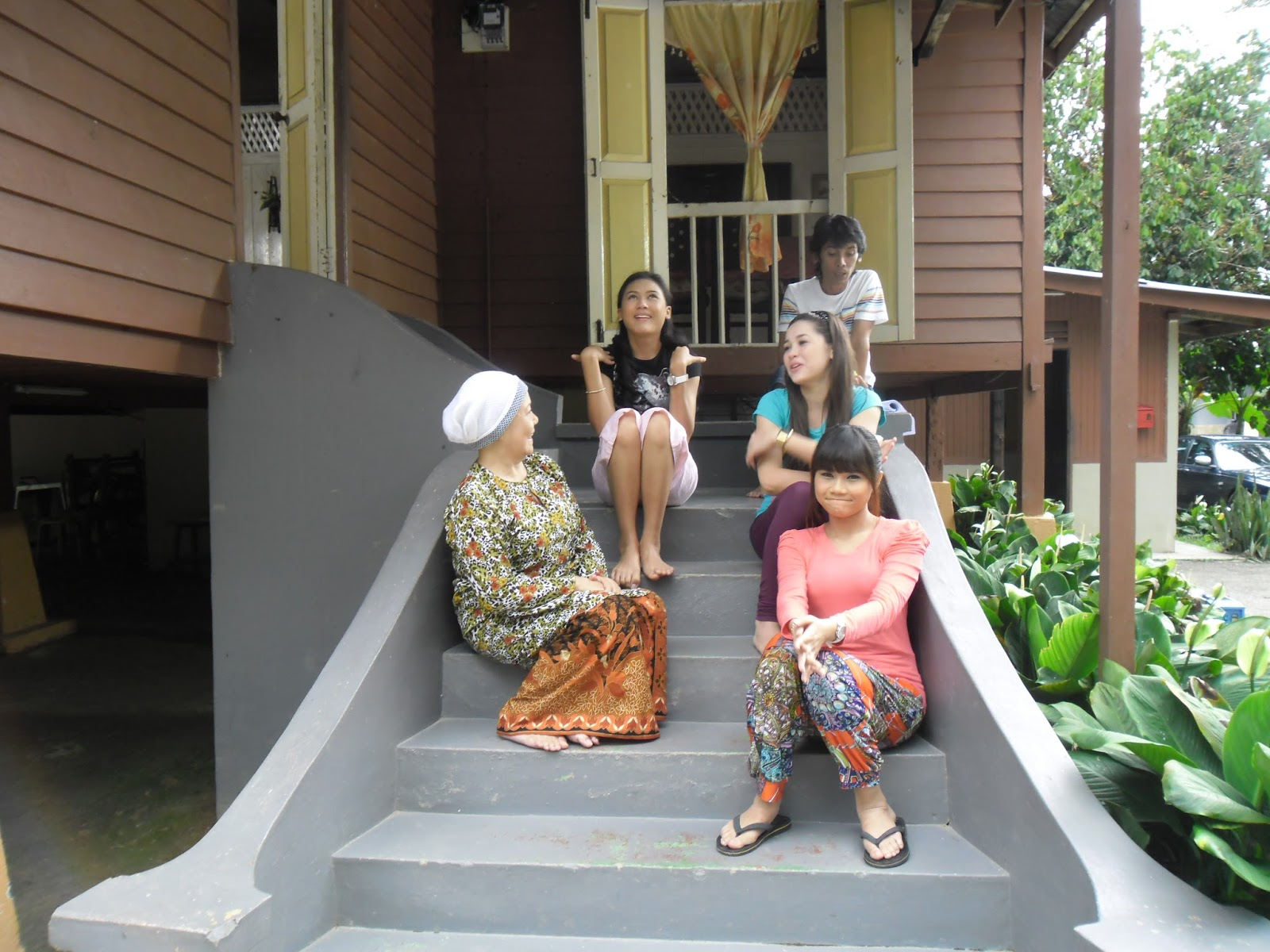 3 Nenek 3 Dara