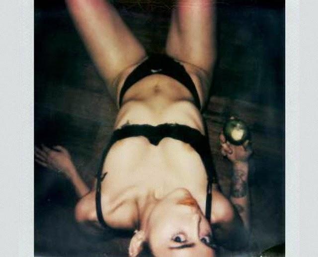 Miley Cyrus desnuda en V Magazine